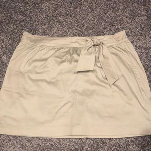 Khaki Tommy Hilfiger skirt with bow.